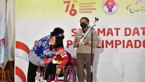 Menpora Zainudin Amali bersama Siti Nurbaya dan  atlet Paralimpiade Indonesia, Ni Nengah-1630337333