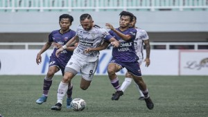 Laga Bali United vs Persita-1632573981