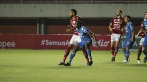 Laga Persib vs Bali United / Foto: CNN-1631801673
