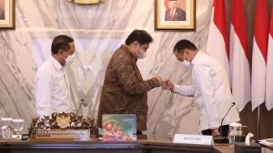Menpora Zainudin Amali bersama Ketum PSSI, Iwan Bule dan Menko Perekonomian, Airlangga Hartarto-1632842459