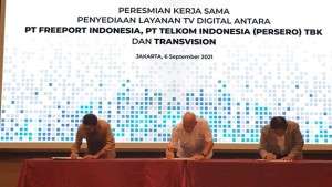 Tanda tangan kerjasama Transvision beserta PT. Telkom Indonesia (Persero) Tbk dan PT. Freeport Indonesia