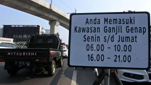 Plakat penerapan ganjil-genap di Jakarta-1634482817