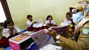 Proses belajar mengajar di era pandemi covid-19-1633688956