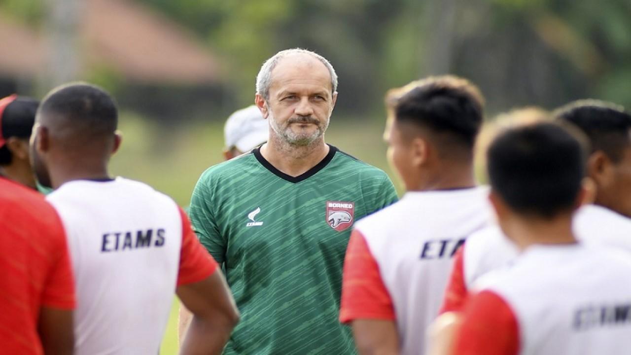 Risto Vidakovic bersama skuad Borneo FC